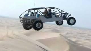 Bugy saltando dunas