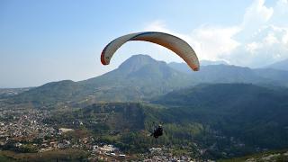 Paralayang di Gunung Banyak dan Omah Kayu - Batu, Indonesia