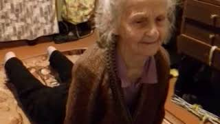 """Женщине 87 лет. Делает тибетскую гимнастику """"Око возрождения"""" Питер Кэлдер"""