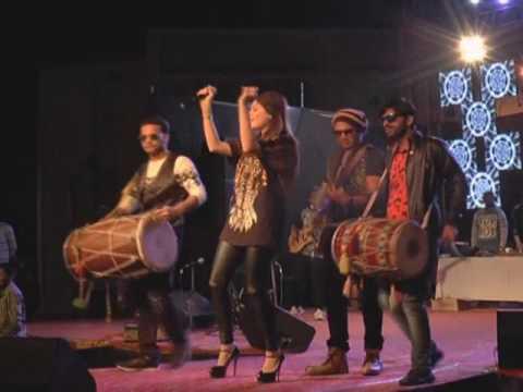 kanika kapoor | crazy fans| nit college function| srinagar uttarakhand