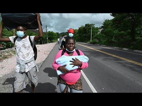 Policía hondureña frena migración de africanos, haitianos y cubanos hacia México | AFP