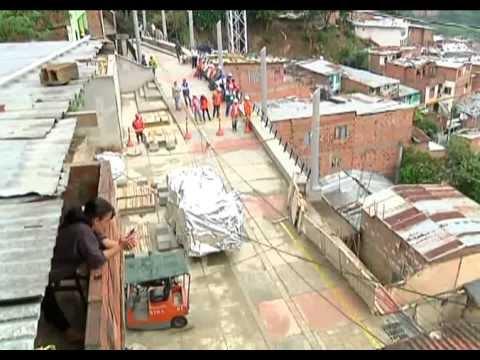Recorrido Por Las Escaleras El Ctricas De La Comuna 13