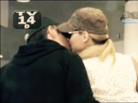 Fernando Colunga y Blanca Soto besandose Aereopuerto  SLS