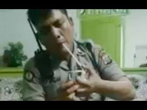 Polisi isap sabu sabu dirumah bandar narkoba