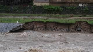 西日本で記録的大雨 京都・鴨川の護岸が崩れる thumbnail
