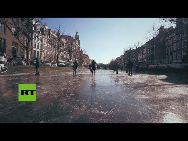Los canales de Amsterdam se convierten en pistas de patinaje