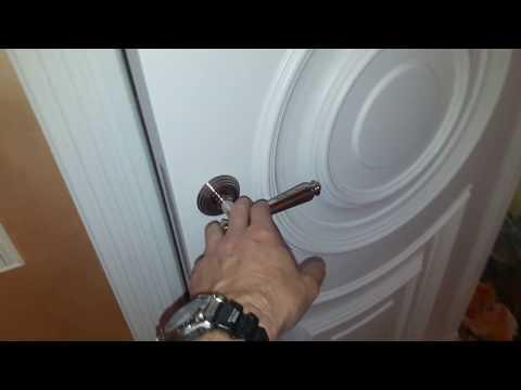 Установка эксклюзивных двери в белой эмали
