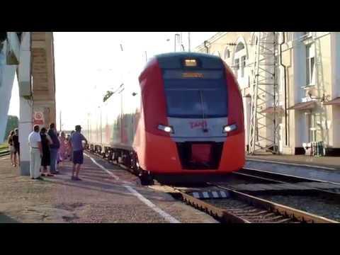 """Прибытие и отправление поезда """"Ласточка"""" на/со станции Армавир-1."""