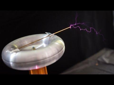 World Maker Faire 2013: D-I-Y Tesla Coil Kit
