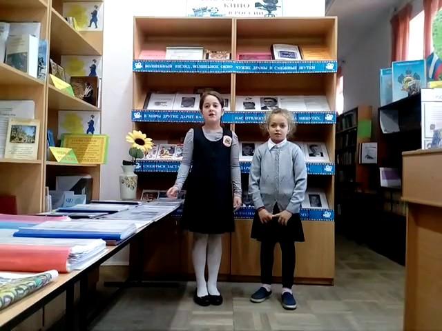 Изображение предпросмотра прочтения – «Подружки» читают произведение «Лебедь, Рак и Щука» И.А.Крылова