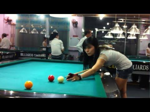 Em gái đánh bida phăng rất hay giống Khiêm Lê - Vietnamese girl play billiards