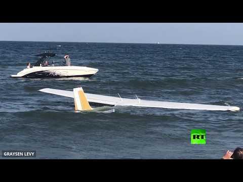 شاهد: طائرة تهبط في المحيط