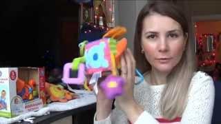 видео Какие игрушки покупать ребенку в 8 месяцев