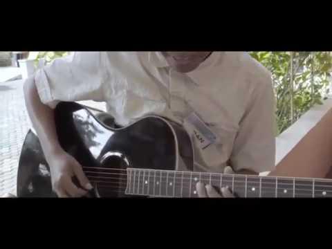 D4 fildan main gitar + bernyanyi merdu banget