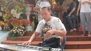 Tâm xí muội đàn cho Danh hài Minh nhí hát ca khúc Kẻ ở miền xa lễ giổ tổ đền thờ tâm linh việt