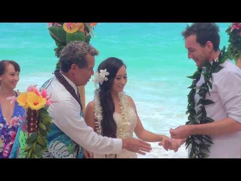 Hawaii beach wedding with Jennifer & Blair