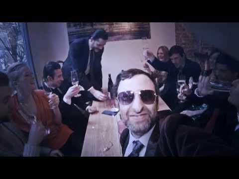 Großes schwarzes Schwank-Selfie Bürolesbische Orgie