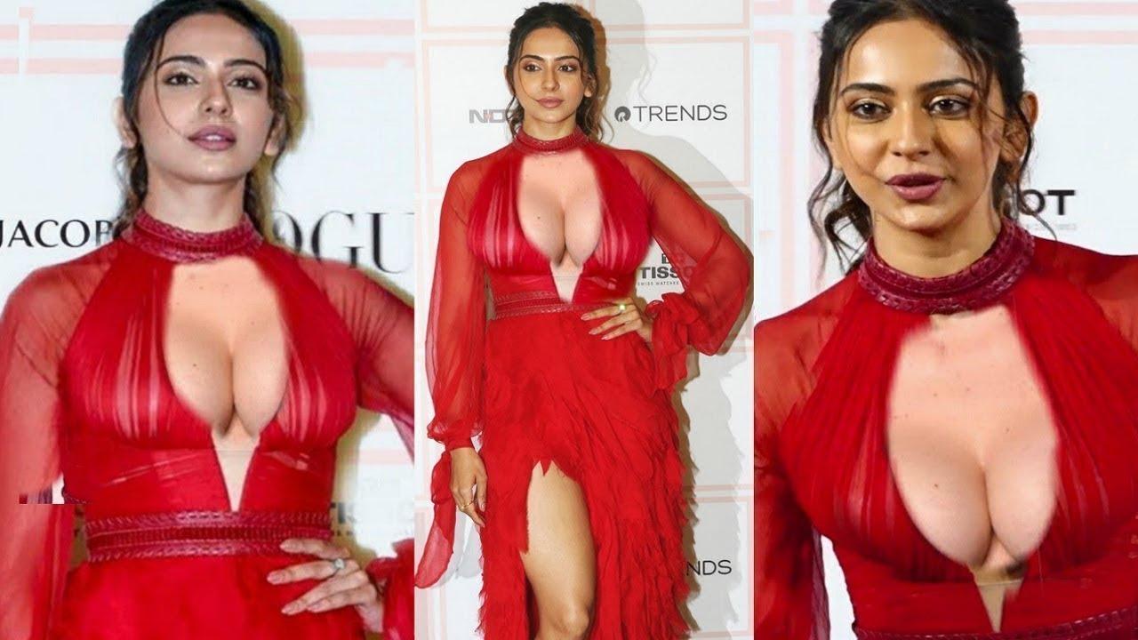 बिना अंदर कुछ पहने रकुल प्रीत सिंह ने दिखाया आपना सब कुछ | Rakul Preet Singh Looking Sizzling H0T