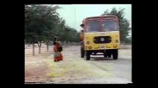 Akashamake Kanimalar - Namukku Parkkan Munthirithoppukal (1986)