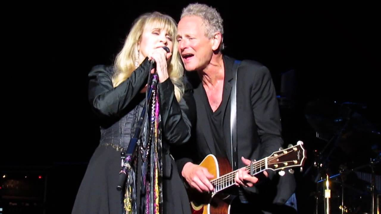 Fleetwood Mac Stevie And Lindsey Sing Happy Birthday To Christine Mcvie Youtube