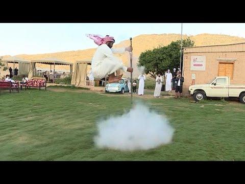 فيديو: -التعشير الحجازي- رقصة تتوارثها الأجيال السعودية حتى اليوم …  - نشر قبل 2 ساعة