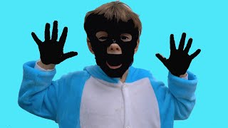 Bogdan are mainile si fata negre   Sketch   Video pentru copii