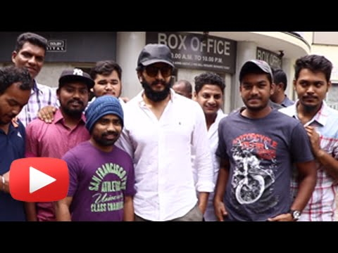 Riteish Deshmukh Meets Fans Outside Cinema Hall | Reacts On Banjo Movie