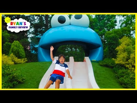Ryan meets Cookie Monster and Ride Jurassic World Roller Coaster at Universal Studios