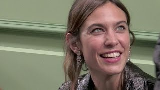 Baixar Alexa Chung on the front row of the J W Anderson show in London