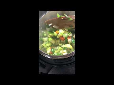 vegetable-soup-/-soupe-de-légumes -instant-pot