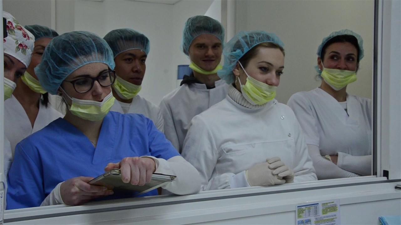 Assistente alla poltrona di studio dentistico youtube