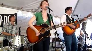 Watch Laura Cantrell Yonder Comes A Freight Train video