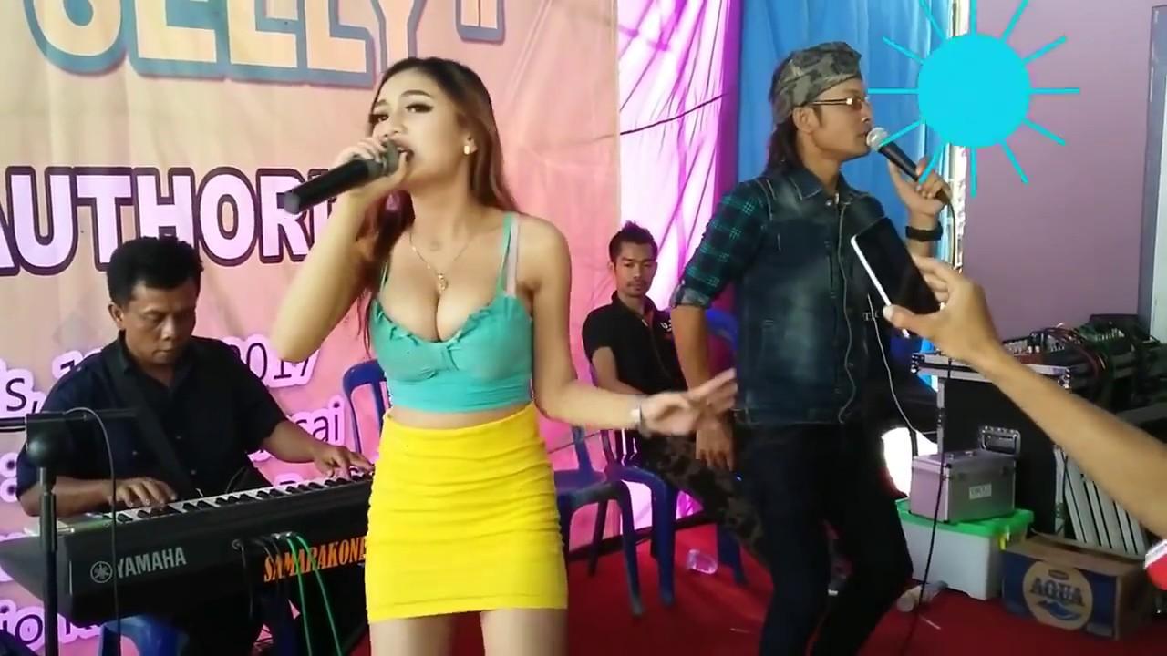 Goyang HOT Duo Srigala Mah Lewat!!! | Jangan Salah Fokus - YouTube