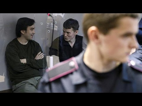 Russians jailed in Ukraine return to Moscow in Savchenko exchange deal
