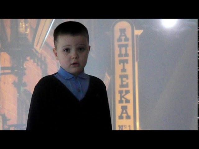 Изображение предпросмотра прочтения – КириллКузьменко читает произведение «Ночь, улица, фонарь, аптека…» А.А.Блока