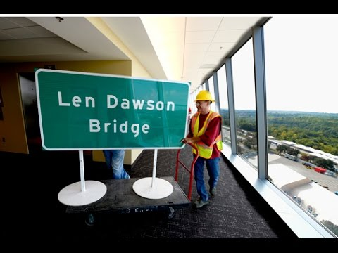 Len Dawson Bridge sign unveiled Friday in honor of Hall of Fame quarterback