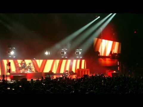 Twenty One Pilots - Heavydirtysoul * Emotional Roadshow Tour 2017 * Greensboro Coliseum NC
