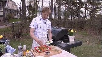Pirkka porsaan marinoitu grillikylki ja marinoitu tomaatti-sipulisalaatti