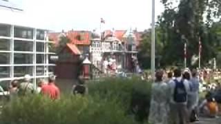 夏期にアンデルセン博物館入口前の広場で上映されているアンデルセン童...