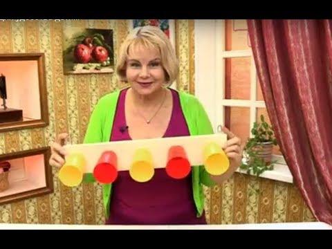Вешалка из стаканчиков для удобства детям