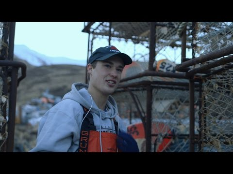 Who's This Greenhorn Aboard The Wizard? | Deadliest Catch