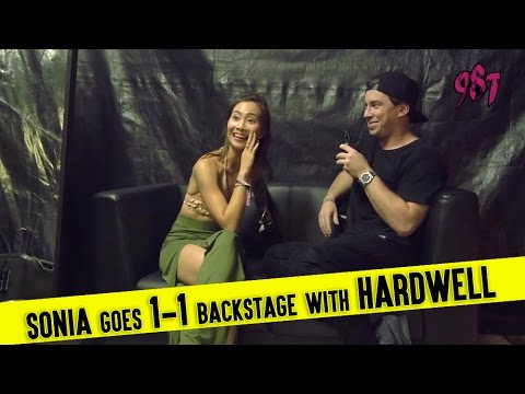 Sonia goes 1-1 backstage with Hardwell