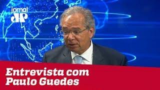 'Excesso de gastos corrompeu a democracia e travou a economia', diz economista de Bolsonaro