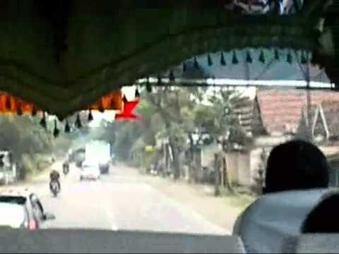 Video Sopir Bus ugal-ugalan perjalanan dari Tulunung-Kediri