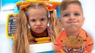 Diana and Roma Pretend Play with Toy Food Truck