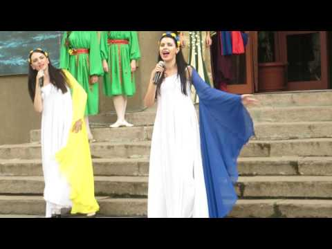 Видео, Перед открытием выставки была исполнена песня  о депортации крымских татар