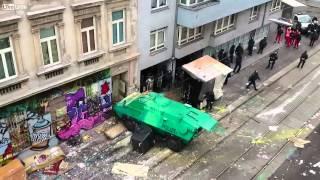 Linke Aktivisten besetzen Haus in Wien, Polizei versucht es zu räumen