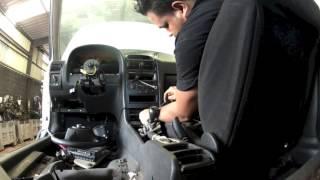 Opel Astra type G:  Démonter/dépose de la console centrale
