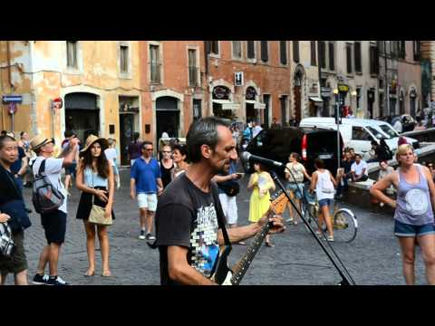 Time Pink Floyd  a street musician in Rome