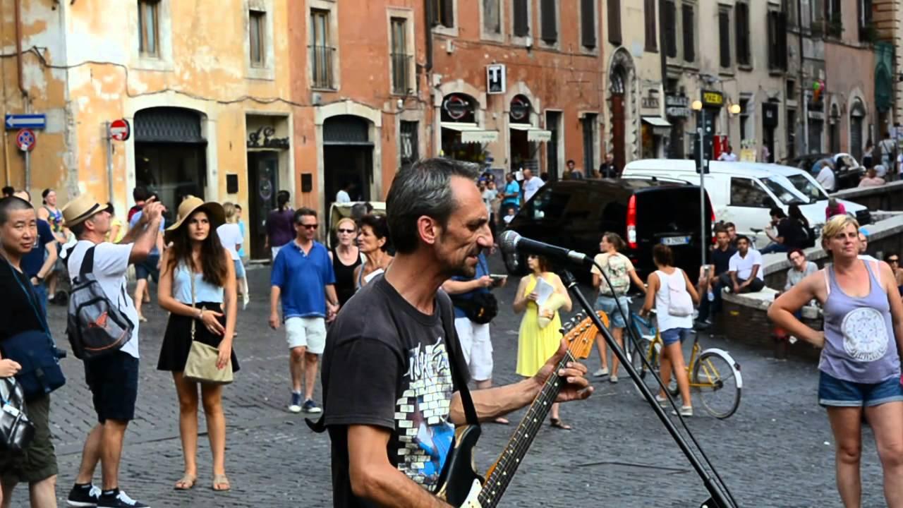 Ιταλοί πλανόδιοι μουσικοί διασκευάζουν εντυπωσιακά Pink Floyd